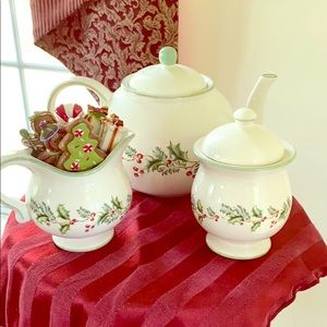 Holiday Tea Set w/o Creamer and Spreaders